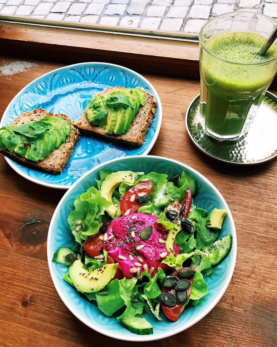 Green juice and healthy lunch - Lee from America